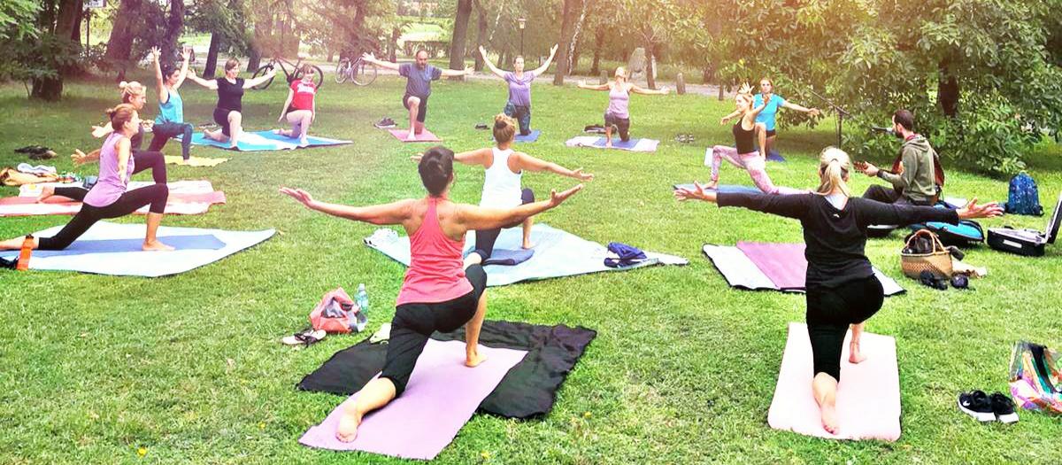 Grand Opening- Yoga im Freien mit Live Musik
